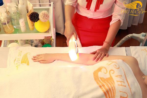Trị viêm lỗ chân lông ở tay tại Thu Hà Spa.